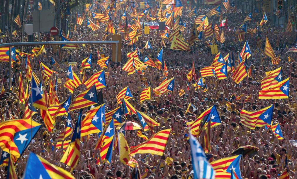 Parlamento de Cataluña aprueba proceso para iniciar la Independencia.