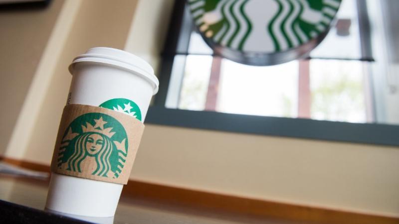 Starbucks premiará con 10 mdd a quien diseñe un vaso más fácil de reciclar