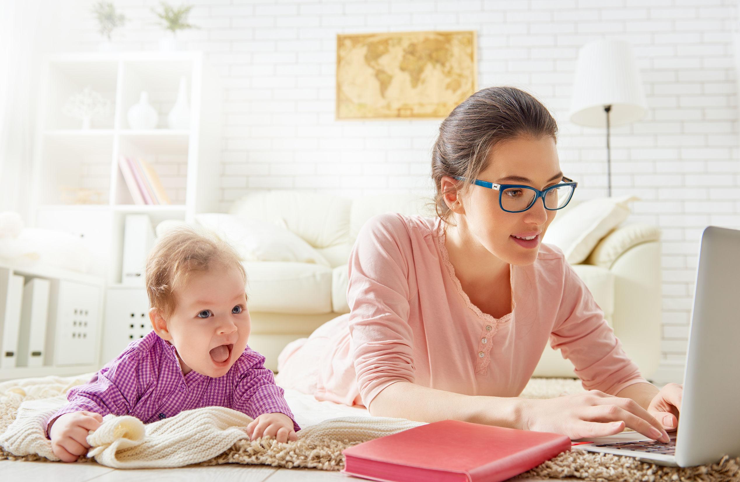 Lo que debes tener en cuenta antes de unirte a un grupo de maternidad en redes sociales
