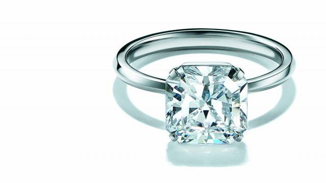 Tiffany reinventa el anillo de compromiso.