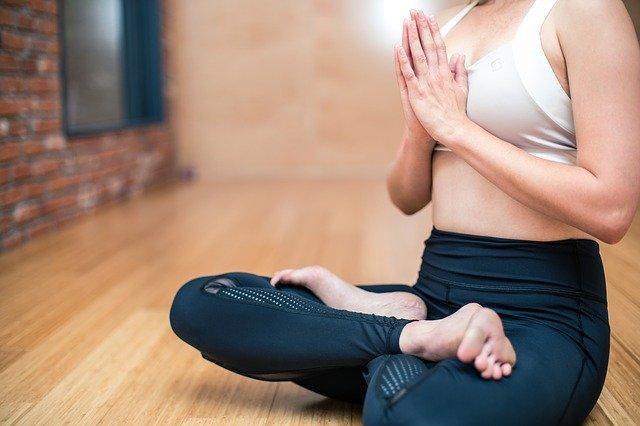 6 tips para comenzar a practicar yoga en casa (ejercita tu cuerpo y relaja tu mente)