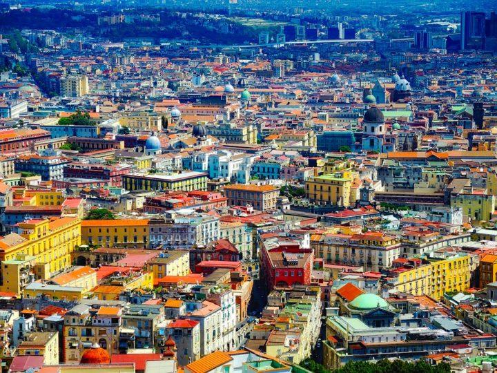 ¿Cómo conocer Nápoles desde casa? Fútbol, pizza y miradores secretos