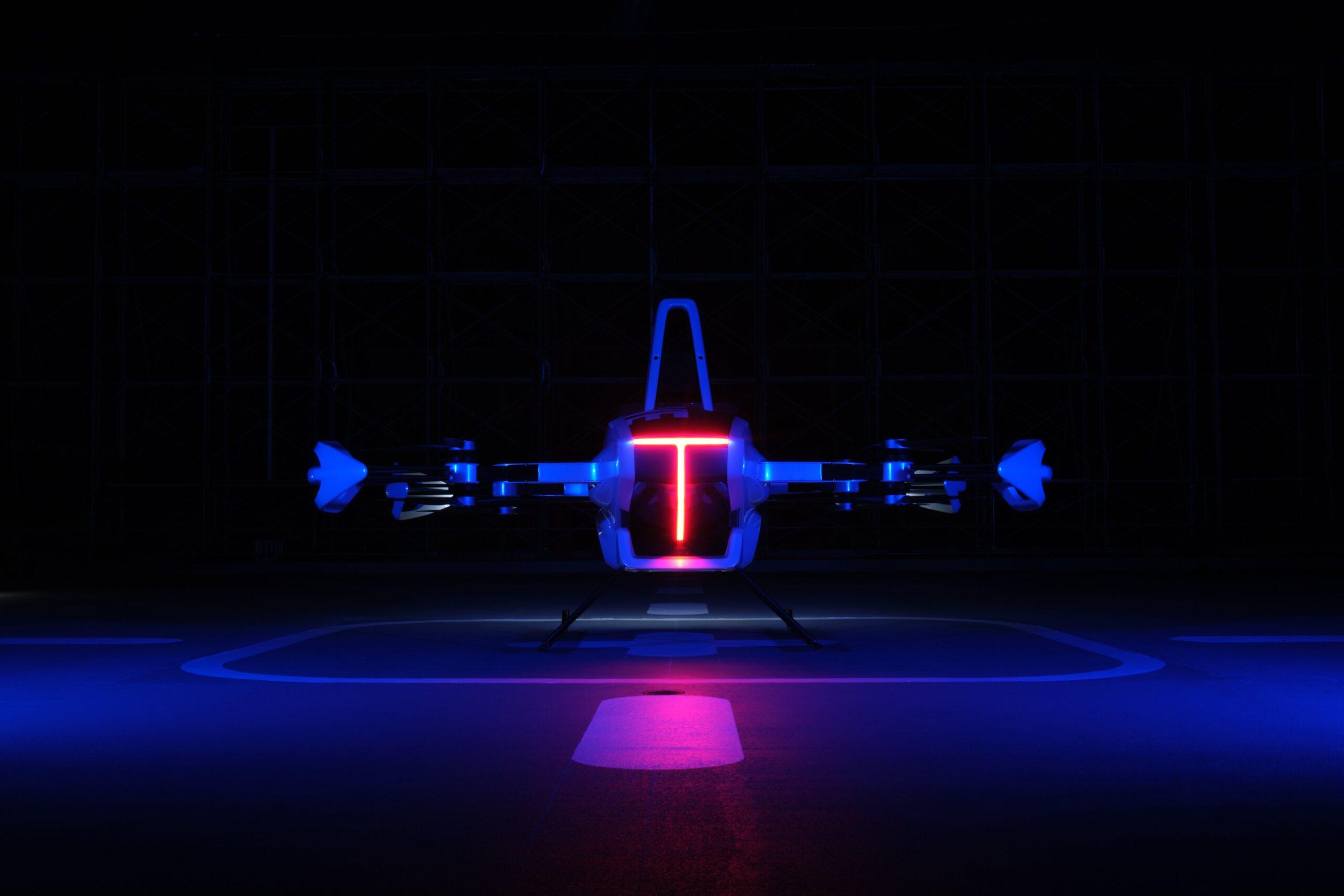 Auto volador realiza primer vuelo tripulado