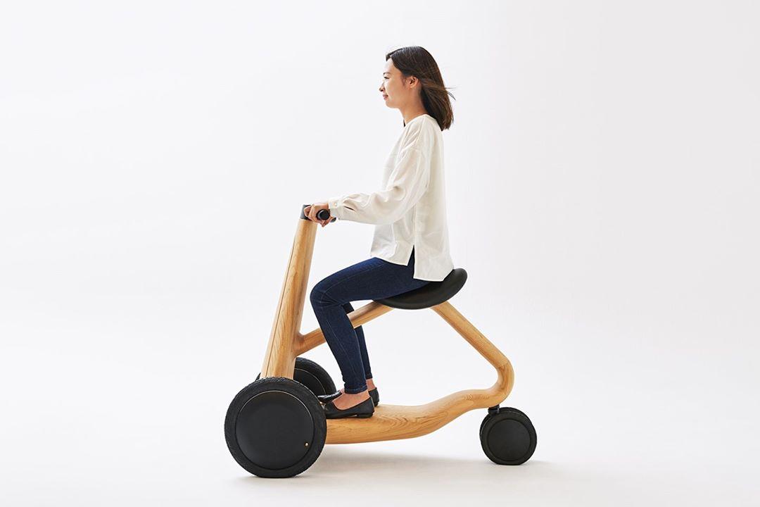 ILY-Ai es un concepto de scooter eléctrico de tres ruedas fabricado en madera
