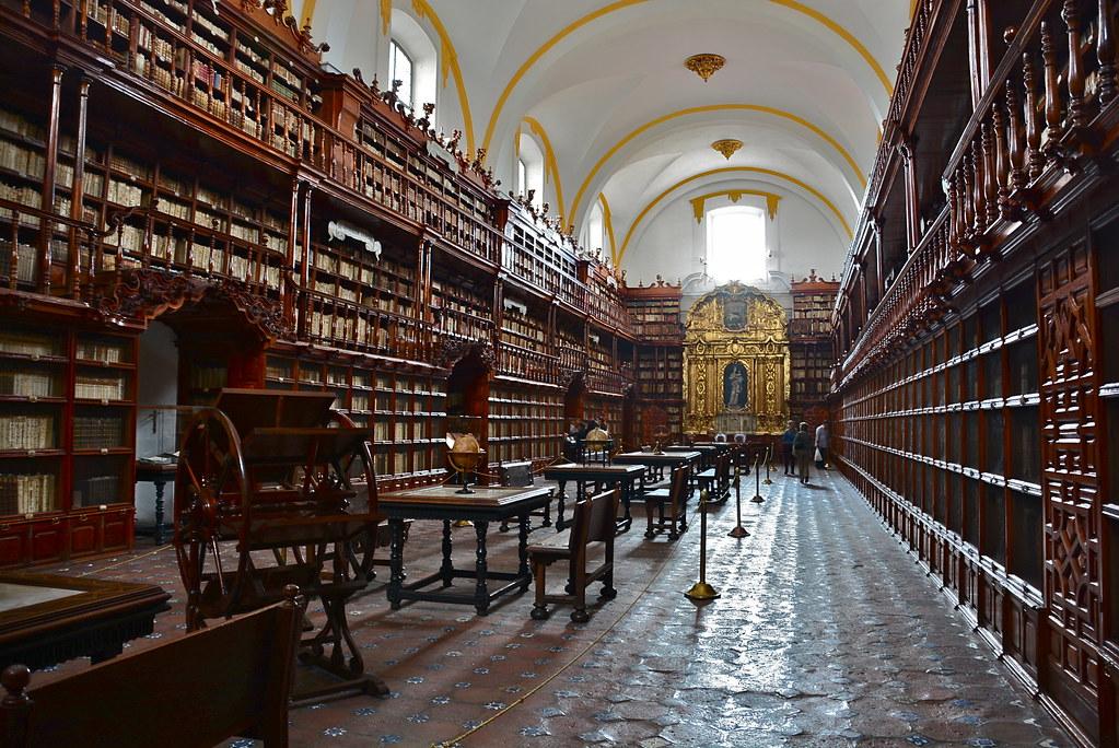 Proponen declarar el 2021 como el año de la Biblioteca Palafoxiana.