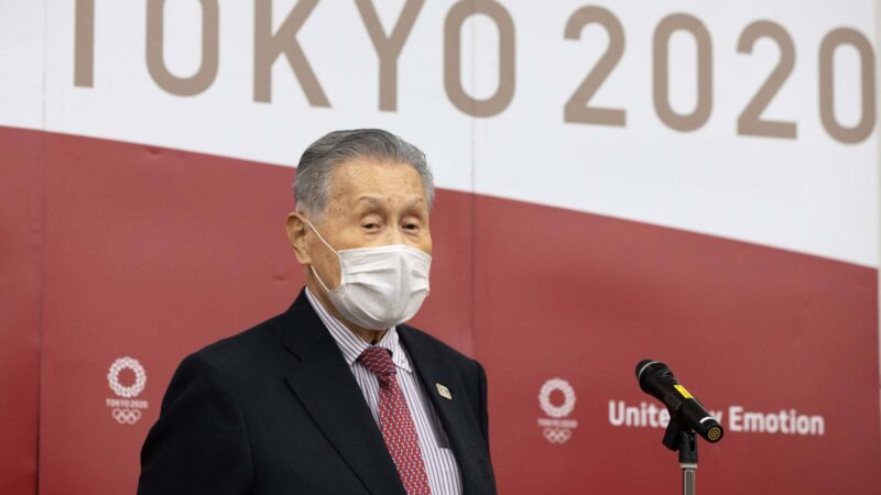 Los Juegos Olímpicos de Tokio seguirán adelante a pesar de la pandemia, dice el presidente del Comité Organizador.