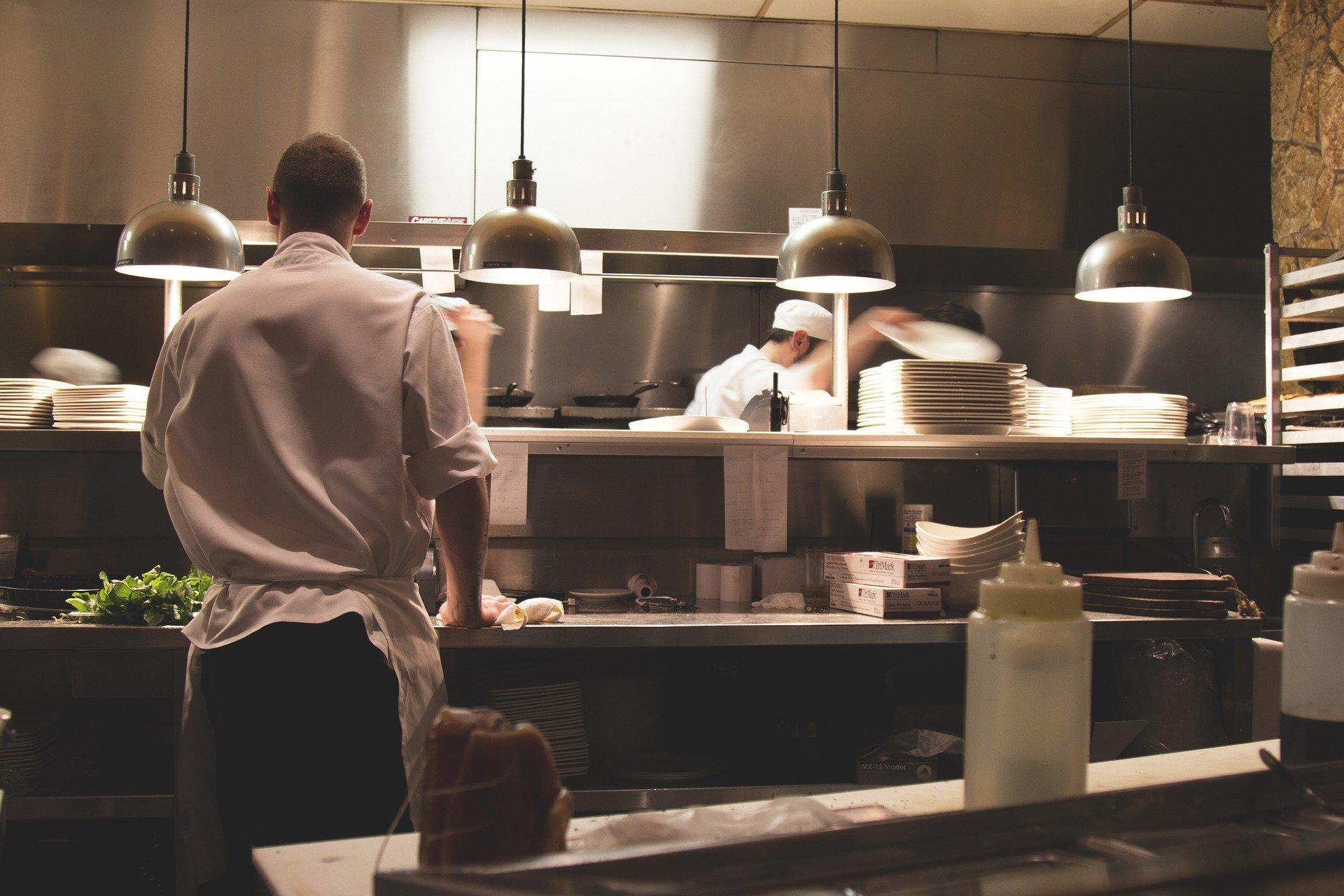 El Chef Ángel Vázquez lanza la Tienda en Línea y Aplicación Móvil de Intro Restaurant.