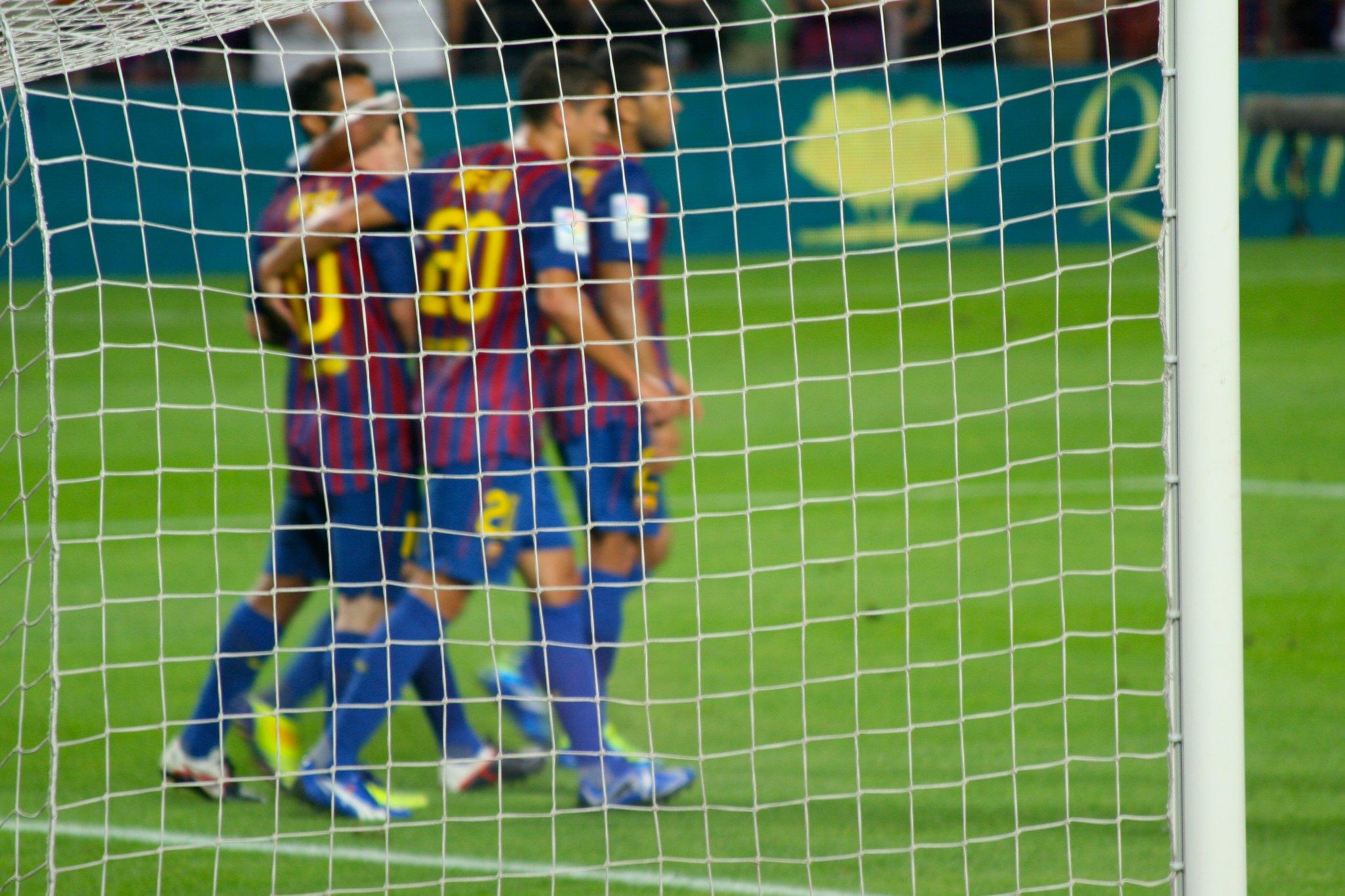 Superliga europea: 12 de los principales clubes de fútbol abren una guerra con la UEFA y las ligas nacionales.