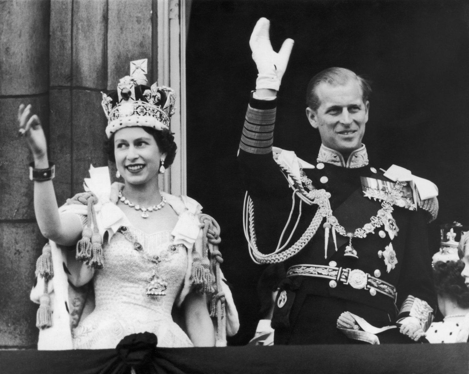 La reina Isabel y el príncipe Felipe, su historia de amor en 30 fotos.