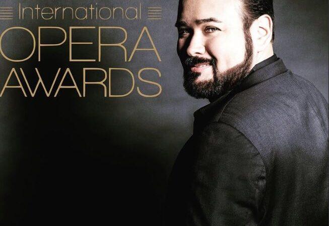 """El tenor mexicano Javier Camarena gana el """"Oscar"""" como mejor cantante de ópera."""