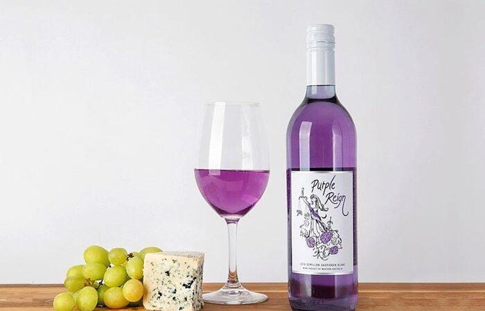 Así es el novedoso vino morado, totalmente natural, creado por una bodega australiana sin ningún colorante añadido.