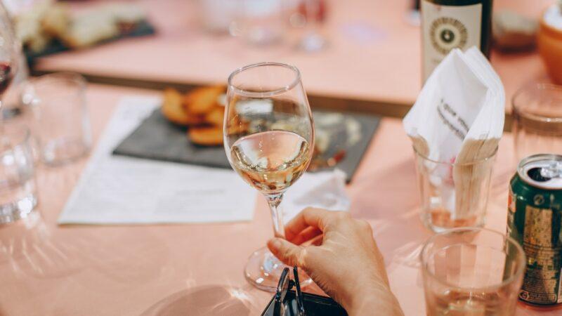 6 vinos blancos para disfrutar del verano sin moverse de casa.